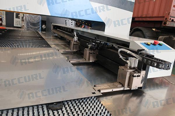 Automatic repositioning clamps and loading switches
